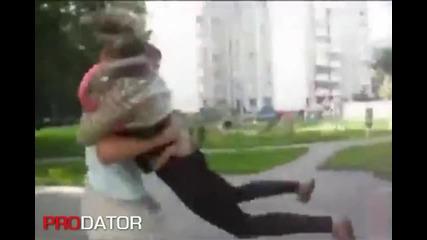 Руснак пребива гаджето си (смях)