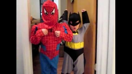 Спайдърмен и Батман приятели