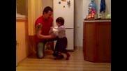 Пияно двегодишно момиченце, залита - смях