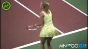 Каролина Возняшки танцува на корта