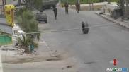 Израелски войник срещу палестинска гума