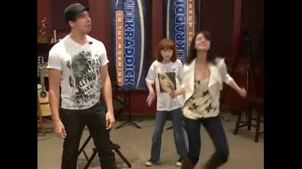 Селена Гомез танцува на песента на Kesha Tik - Tok и пее Jason Mraz Im Yours on Kidd Kraddick