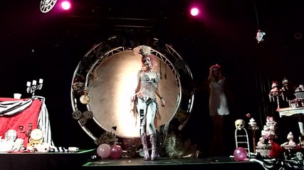 Emilie Autumn - Thank God I m Pretty (striptease ^^) Berlin 2010 Hd