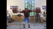 Сила и баланс ... 290 кг клек без ръце .