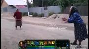 Две баби на улицата в уличен бой