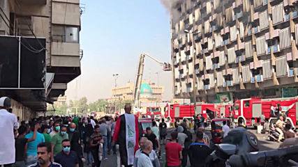 Iraq: Government building burns as protests continue