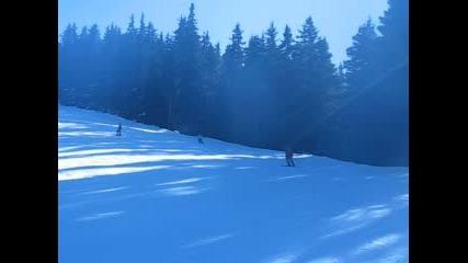 Родителското тяло кара ски