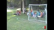 Малък футболист се пребива ! - смях