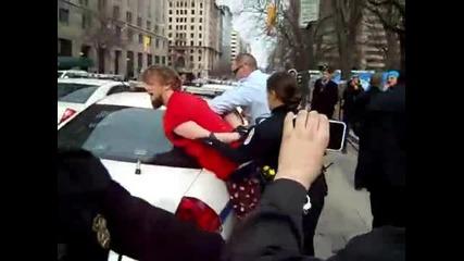 Окупация Вашингтон - Полицията стреля с електрошок по невинен протестант