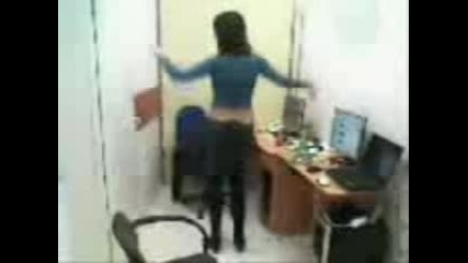momi4e igrae ku4ek v ofis