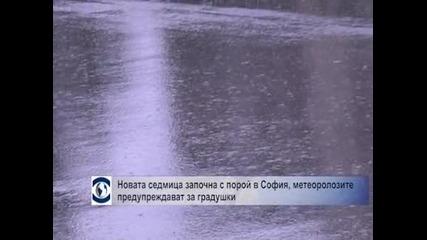 седмица започна с порой в София, метеоролозите предупреждават за градушки