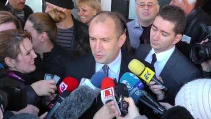 Bulgaria: Electoral favourite Rumen Radev casts vote in presidential elections