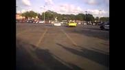 открит автомобил Mustang плаващите показват полицията