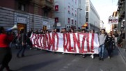 Italy: Renzi effigy burns as clashes erupt in Palermo ahead of referendum