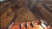Вижте колко може да скочи един влекач,тежащ десетина тона!