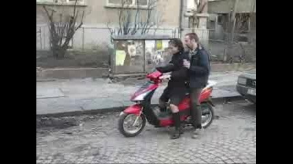Гери Се Учи Да Кара Scoot - Част 3