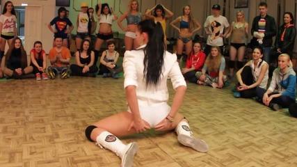 Красиви рускини в надпревара коя е по-добра в Booty Dance