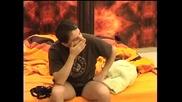 Big Brother F - Ели е в добро настроение и си прави шеги с Давид 09.04.2010
