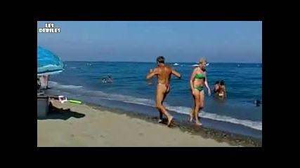 Луд Дядка - тича на плажа