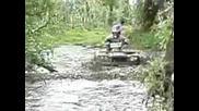 Атв - та Минават През Река