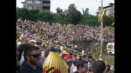 Ботев - Нефтохимик (част от атмосферата на стадиона)