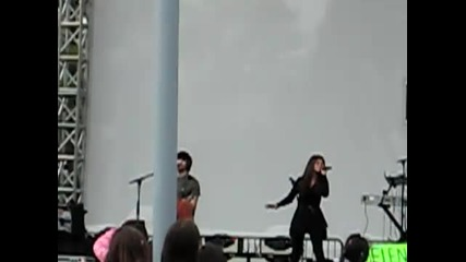 "Selena Gomez Perfoming ""who Says?"" Live At Costa Mesa Microsoft Store 3/26/2011"