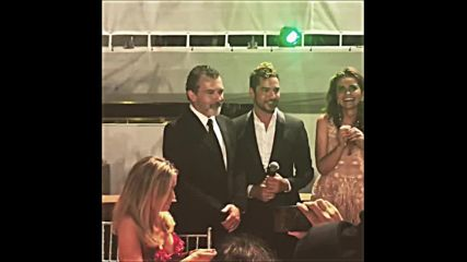 David Bisbal le canta Cumpleanos Feliz a Antonio Banderas / Starlite Gala
