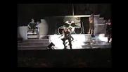 Metallica - фен Хвърля Предмет По James Hetfield