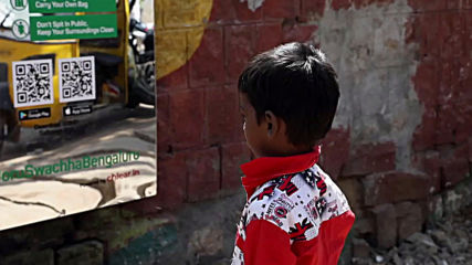 Mirrors force public urinators to reflect on their peeing habits in Bengaluru