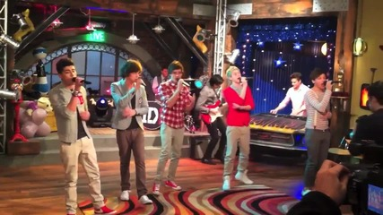 One direction пеят What makes you beautiful в icarly