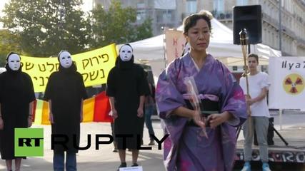 Франция: Парижани почитат жертвите в Хирошима с протест