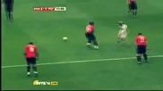 Луиш Фиго изригна със страхотно попадение срещу Манчестър Юнайтед в мача на звездите