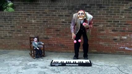 талант ! Ето така се свири на пиано със стил