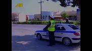 Смях: Полицай спира моторист