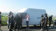 Мотористи се ядосаха на шофьор на микробус. Ето какво обаче се случи!