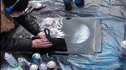 Скоростно рисуване с аерозолни бои на улица в Москва