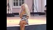 Андреа се излага на участие на живо!