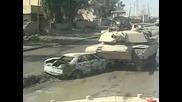 Танк минава през кола бомба