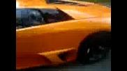 Lamborghini И Bentley Пред Кафе Модерато