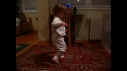 Малко Дете Танцува