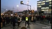 Протестиращи служители на МВР пред Ректората