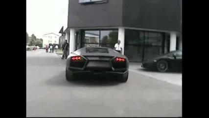 Lamborghini Reventon паркира пред музей на Lamborghini