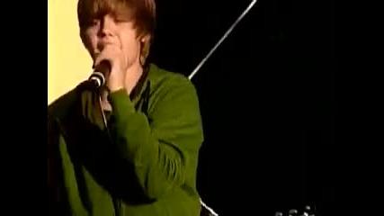 Justin Bieber пее Never Let You Go на живо