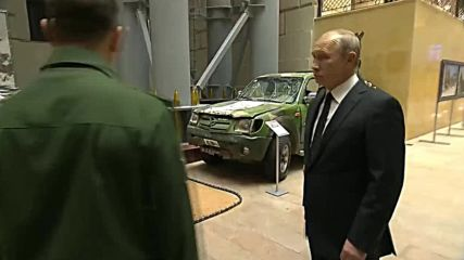 Russia: Putin visits exhibition of weapons seized from Syrian militants
