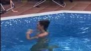 Златка се къпе в басейна / Vip Brother 2013