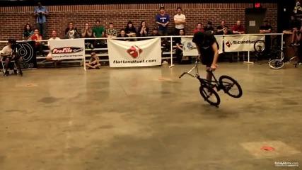 Зверски невероятни трикчета с колело