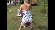 Групов женски бой на сватба.