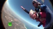 Баба скача с парашут на 100 годишнината си