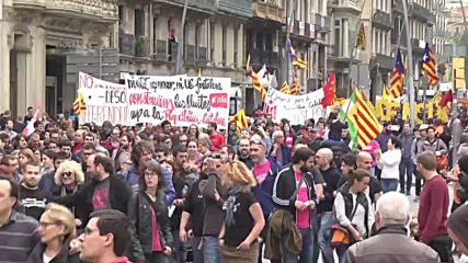 Spain: 'No Fear' - Thousands march for Catalan independence in Barcelona