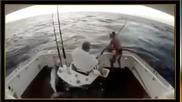 Какво правите, когато сте завързан за стола и рибата скача в лодката около вас ?